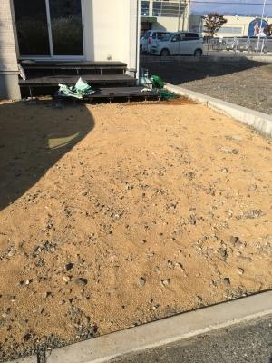 庭に土を敷いたところ