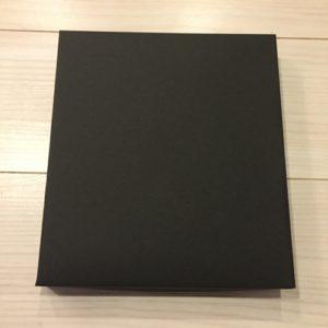 ハンドメイド即売会ディスプレイ作り_ティッシュボックスに黒の上質紙を